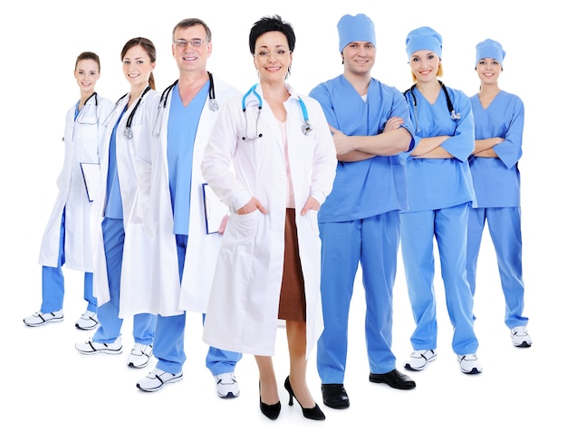 Gelukkig lachend artsen en chirurgen geïsoleerd op wit