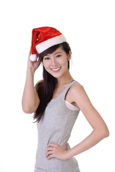 Gelukkig lachend kerst meisje van aziatische, close-up portret tegen witte muur.