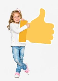 Gelukkig meisje dat een geel duimen op pictogram houdt