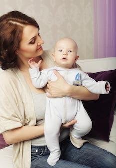 Gelukkig moeder en baby