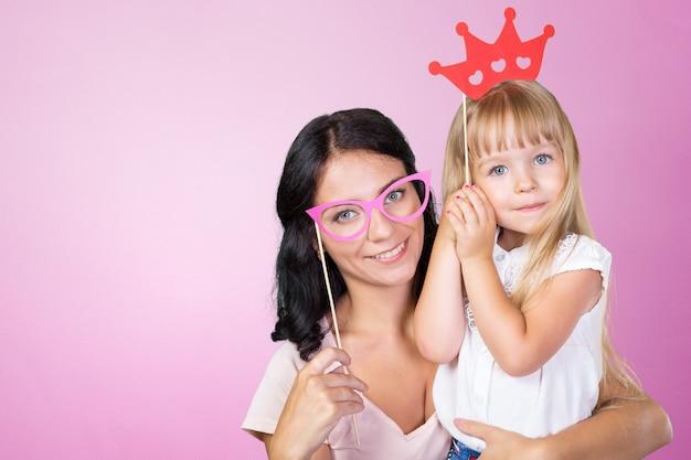 Gelukkig moeder en kind meisje