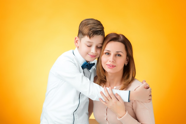 Gelukkig moeder en zoon