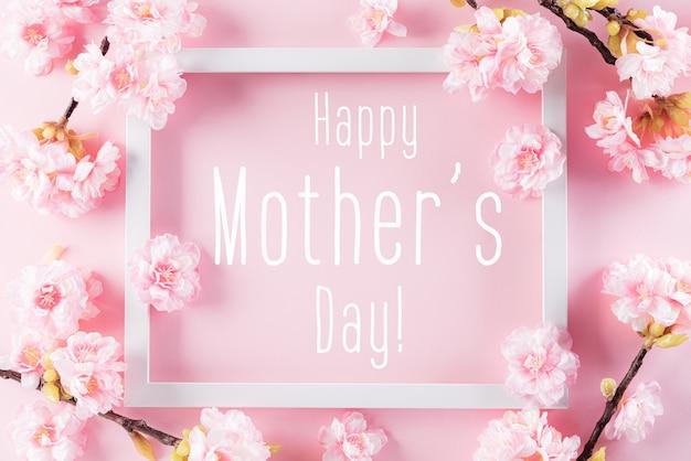 Gelukkig moederdagconcept met omlijsting en bloesembloemen