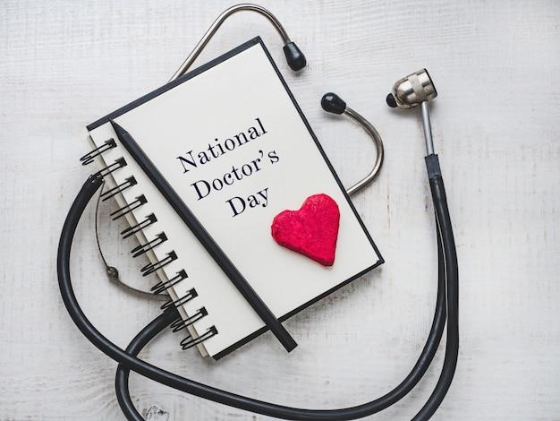 Gelukkig nationale doctor's day. mooie kaart. detailopname