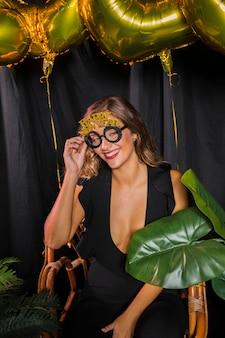 Gelukkig nieuw jaar 20202 bril met schattig meisje Gratis Foto