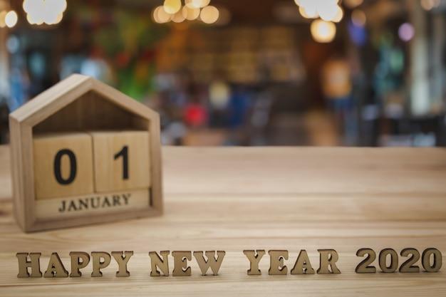 Gelukkig nieuwjaar 2020 en houten huiskalender