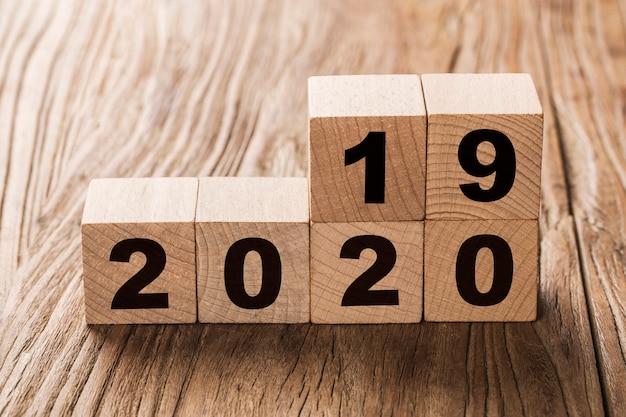 Gelukkig nieuwjaar 2020, nummer op houten blokken