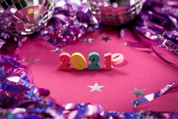 Gelukkig nieuwjaar 2021, nummer versierd met fonkelende sterren