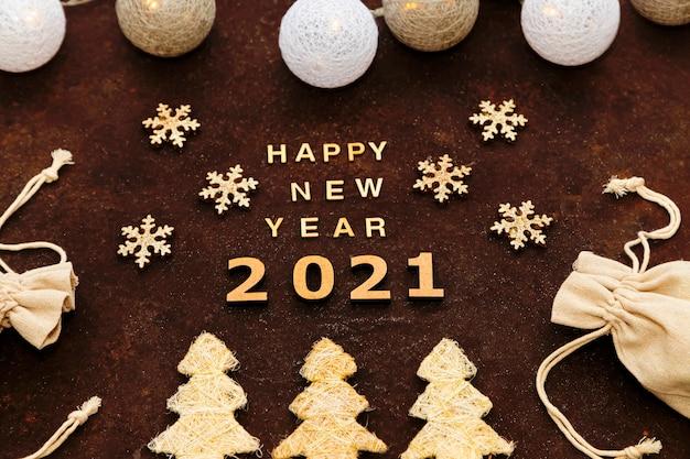 Gelukkig nieuwjaar 2021 op de chocolade in een handgemaakte stijl.