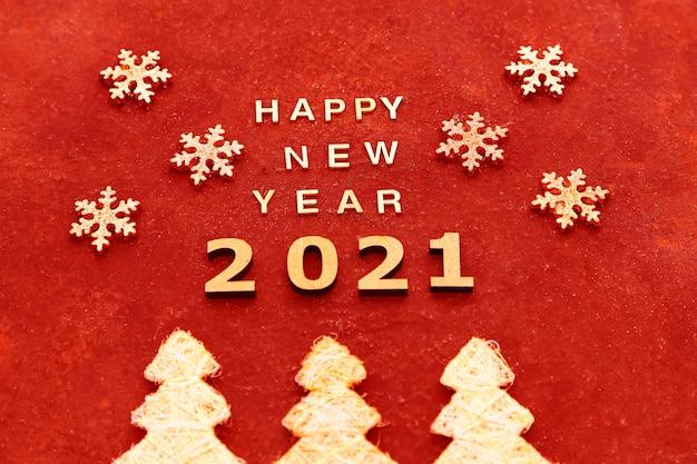 Gelukkig nieuwjaar 2021 tekst op een rood in een handgemaakte stijl.