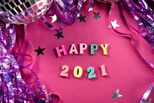 Gelukkig nieuwjaar 2021, wenskaart met klatergoud en discobal