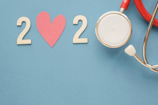 Gelukkig nieuwjaar voor hartgezondheid en medisch concept