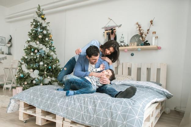 Gelukkig ouderschap concept. new year's concept