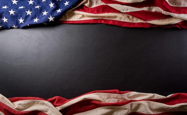 Gelukkig presidenten dag concept met vlag van de verenigde staten op zwarte achtergrond