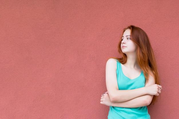 Gelukkig rood haarmeisje