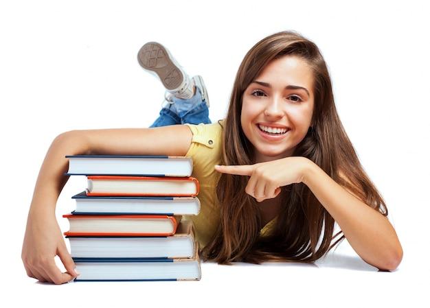 Gelukkig schoolmeisje met de nieuwe boeken