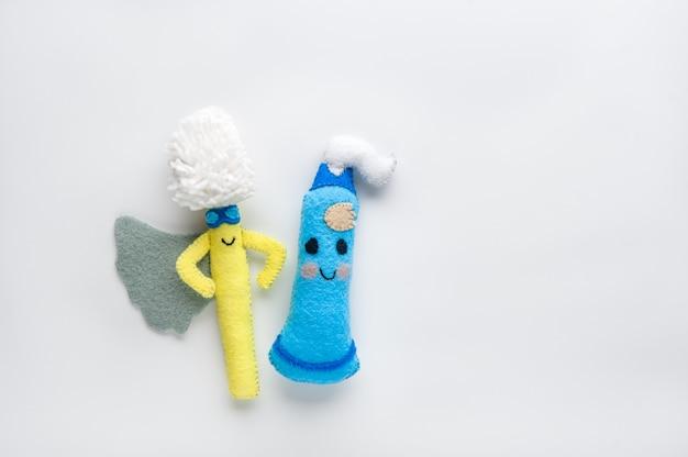 Gelukkig tandpasta en tandenborstel in cartoon stijl op witte achtergrond