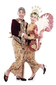 Gelukkig traditionele java bruidspaar