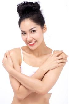 Gelukkig van jonge model mooie vrouw. concept perfect van natuurlijke cosmetica en gladde huidverzorging.