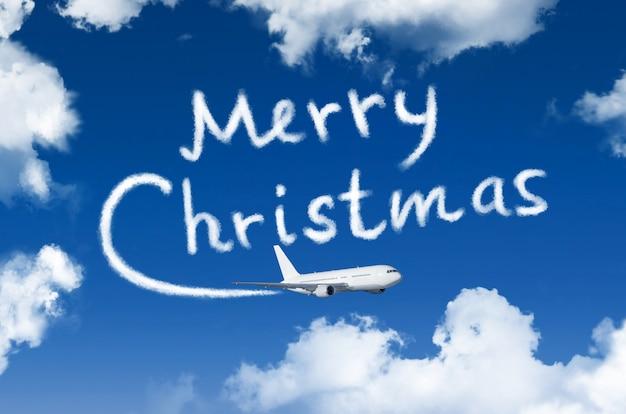 Gelukkig vrolijk kerstconcept. tekening door vliegtuigdamp contrail in lucht.