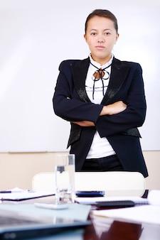 Gelukkig zaken vrouw in het kantoor
