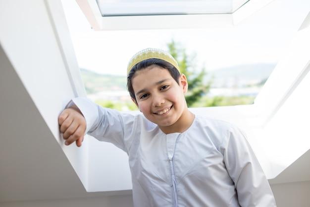 Gelukkige arabische jongens