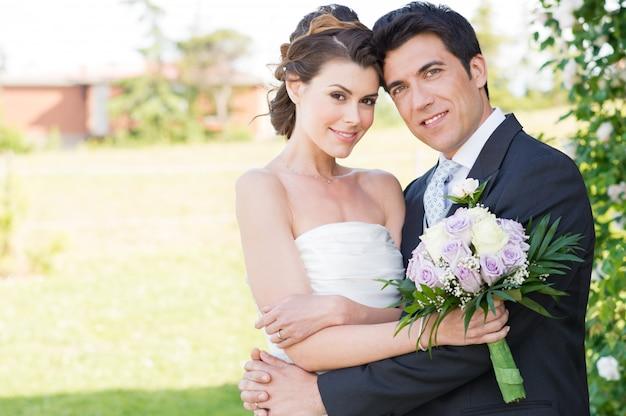 Gelukkige bruid en bruidegom