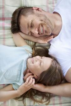 Gelukkige dag voor vader en dochter