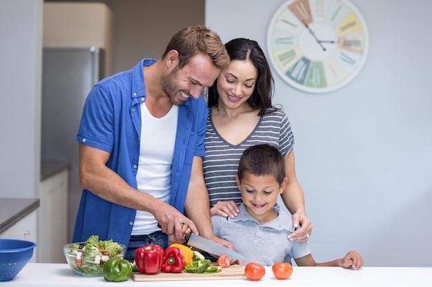 Gelukkige familie in de keuken