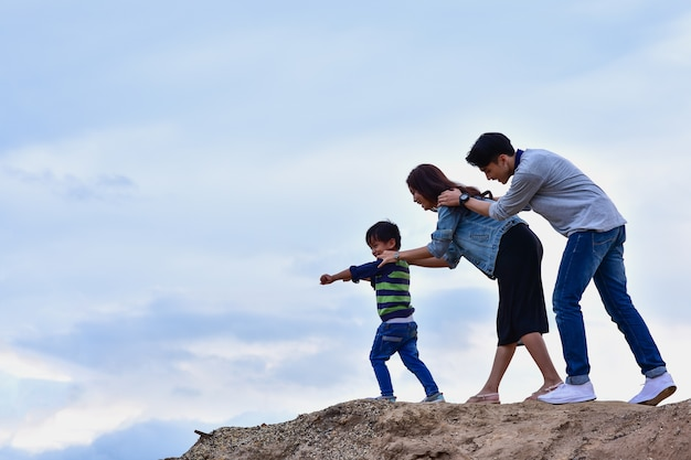 Gelukkige familie op een vakantie met het gezin