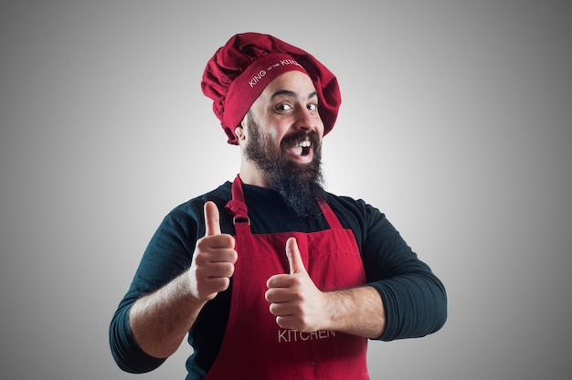 Gelukkige, gebaarde mollige chef-kok
