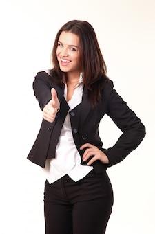 Gelukkige glimlachende bedrijfsvrouw met duimen op gebaar