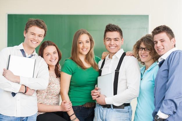 Gelukkige groep studenten