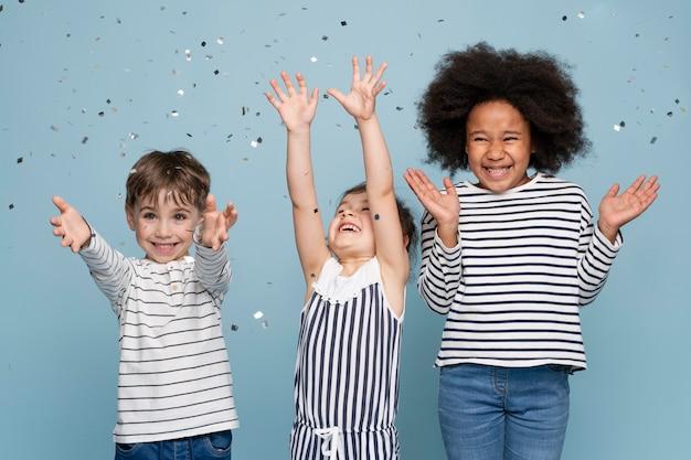 Gelukkige kleine beste vrienden vieren