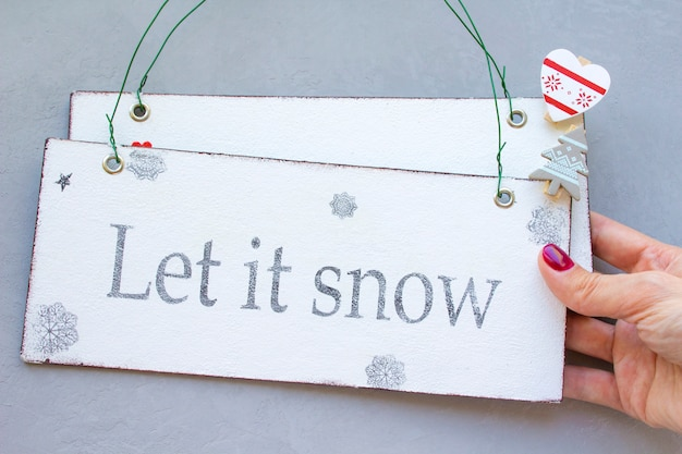 Gelukkige magische kerstmis liet het sneeuwen