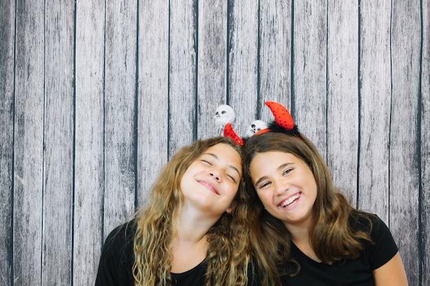 Gelukkige meisjes in hoofdbandjes