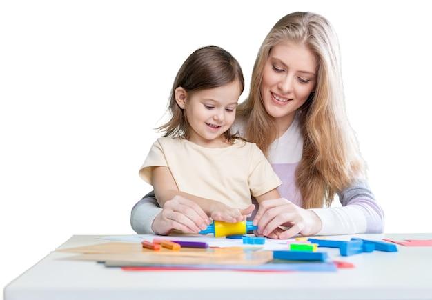 Gelukkige moeder en dochter tekenen