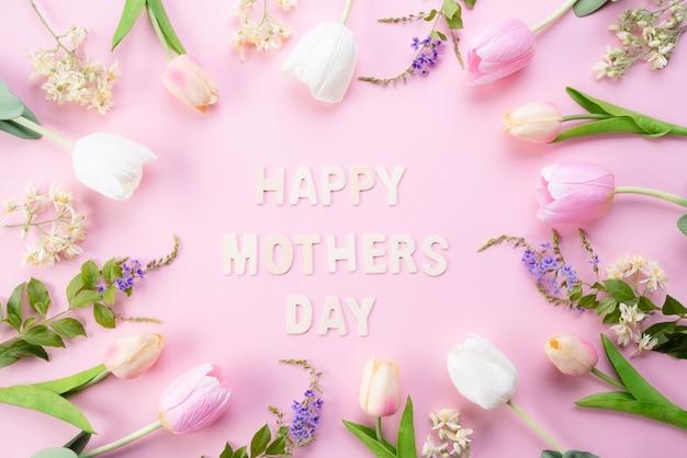 Gelukkige moederdag concept. hoogste mening van roze tulpenbloemen in kader
