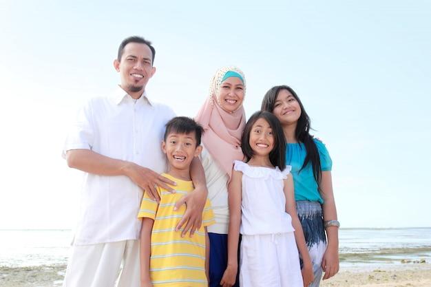 Gelukkige moslim familie