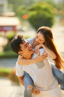 Gelukkige paar verliefd