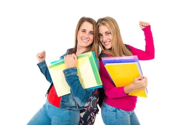 Gelukkige studenten over geïsoleerde witte achtergrond