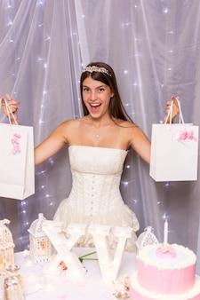 Gelukkige tiener die haar vijftiende verjaardag viert