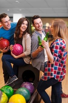 Gelukkige tijd op de bowlingbaan