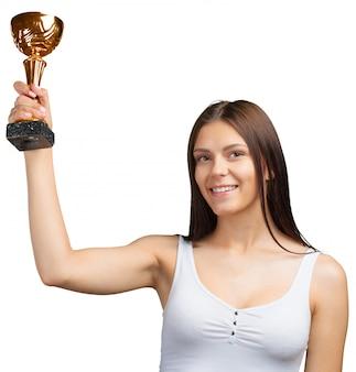Gelukkige toevallige vrouw die haar grote trofee toont
