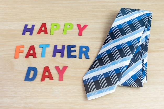 Gelukkige vaders dag woorden en kleurrijke das gelegd