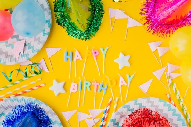 Gelukkige verjaardag schrijven en feest hoeden