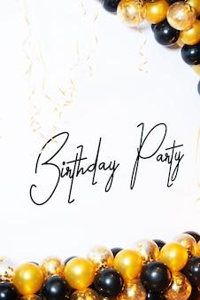 Gelukkige verjaardag! verjaardagsfeest met gele en zwarte ballonnen