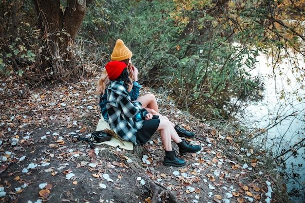 Gelukkige vriendinnen met tedere momenten. lgbt en relatieconcept
