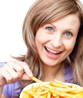 Gelukkige vrouw met chips