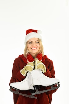 Gelukkige vrouw met schaatsen winter vrije tijd winter vakantie vakantie gelukkige vrouw met schaatsen ice